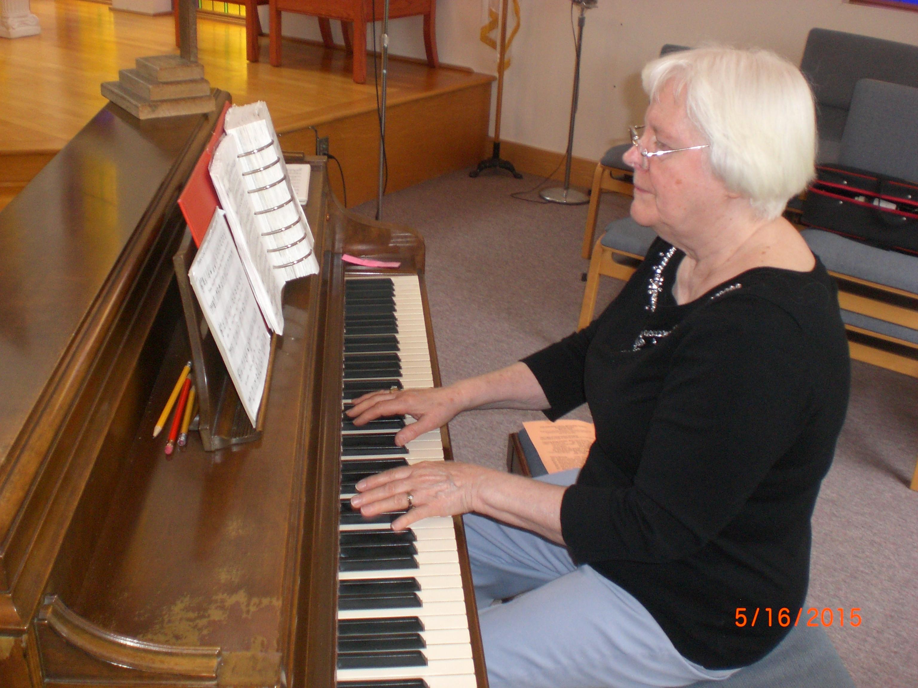 Jane Metcalfe Organist/Pianist